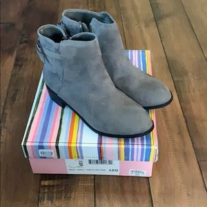 MIA size 4 girls gray suede boots